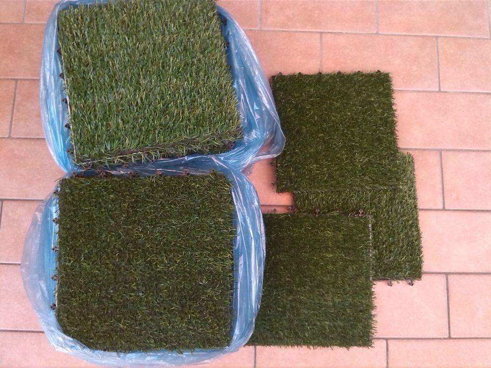 Lotto piastrelle erba sintetica lato cm usate praticamente
