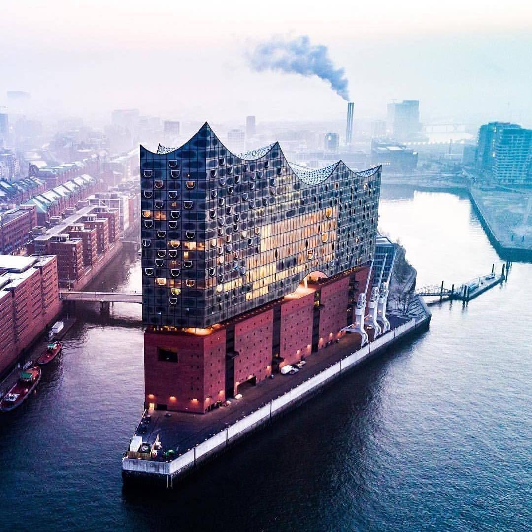 画像に含まれている可能性があるもの 空 屋外 水 Beautiful Places To Visit Hamburg Germany Outdoor Travel