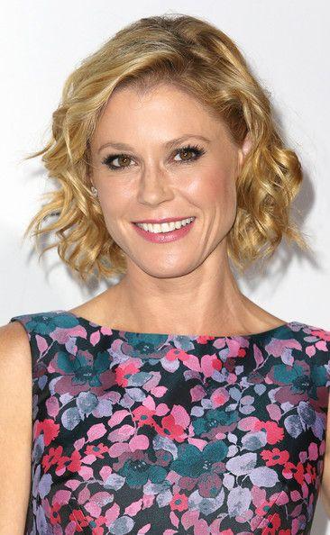 Julie Bowen Short Curls In 2020 Celebrity Short Hair Short