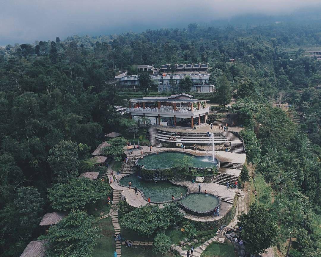 Sebuah Kolam Mata Air Alami Yang Berada Di Atas Bukit Di Gunung Ungaran Jawa Tengah Umbul Sidomukti Sangat Bagus Karena Kolamnya Ter Semarang Pemandangan Alam