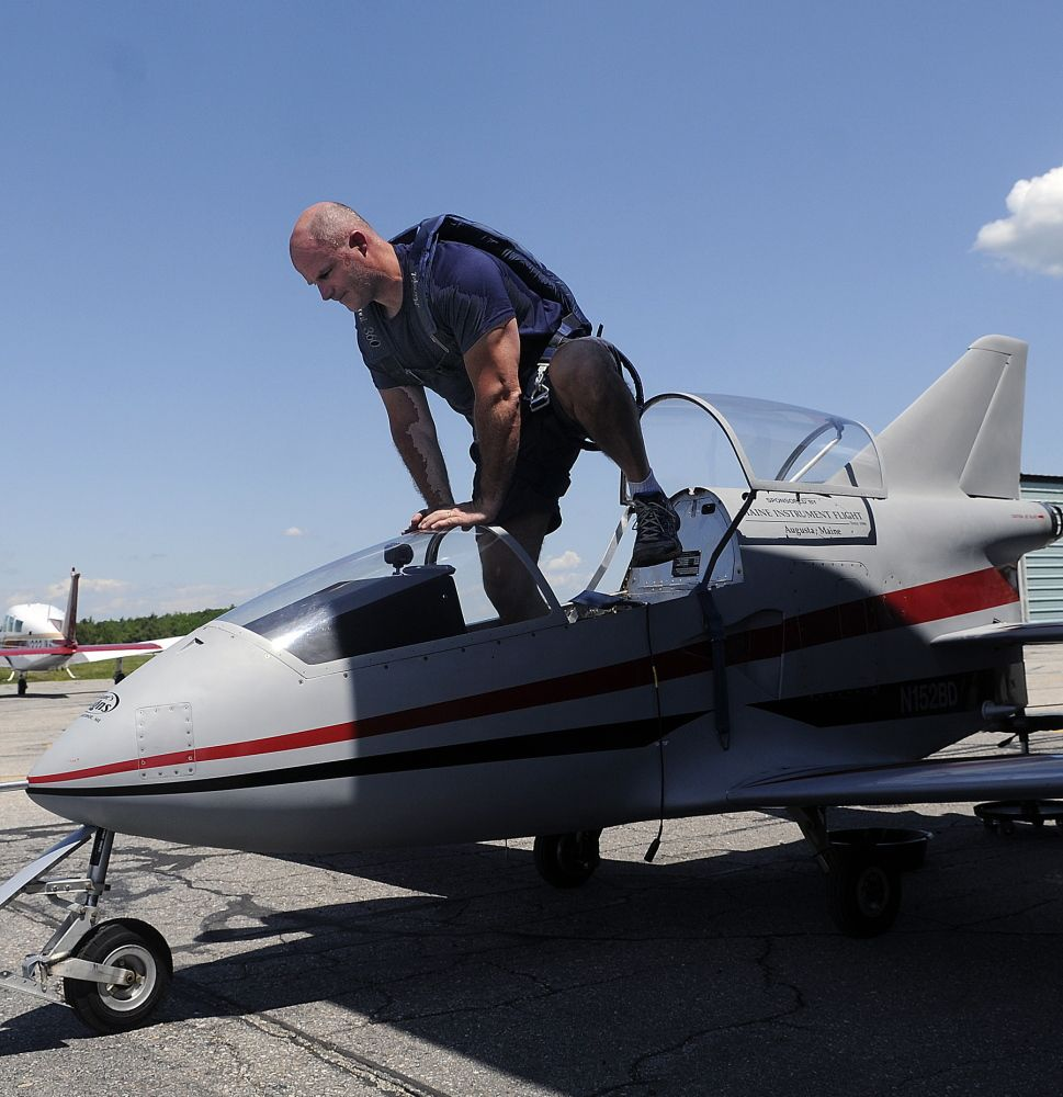 smallest jet plane The microjet Aircraft, Flying