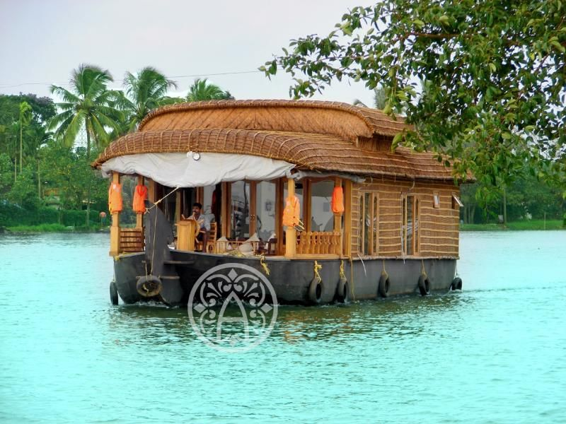 1 Bedroom Houseboat in Alappuzha to rent from £1375 pw. With air con, TV and DVD.