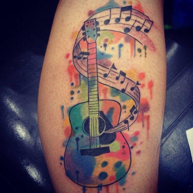 Motif guitare à se faire tatouer sur ja jmabe https://tattoo.egrafla.fr/2015/09/23/tatouage-homme-mollet/