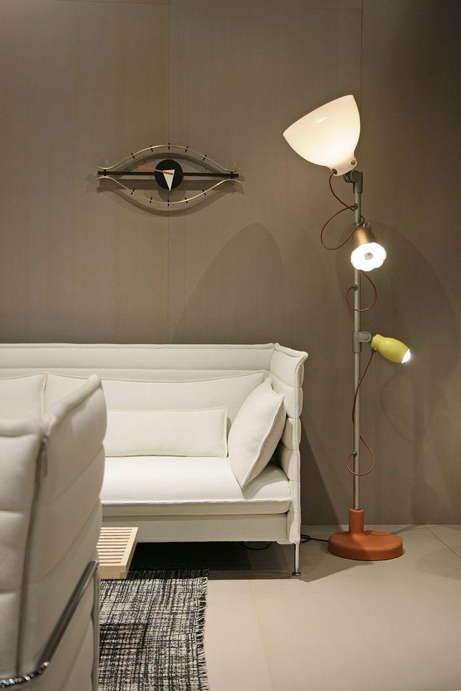 vitra eye clock nussbaum wanduhren und zierkissen. Black Bedroom Furniture Sets. Home Design Ideas