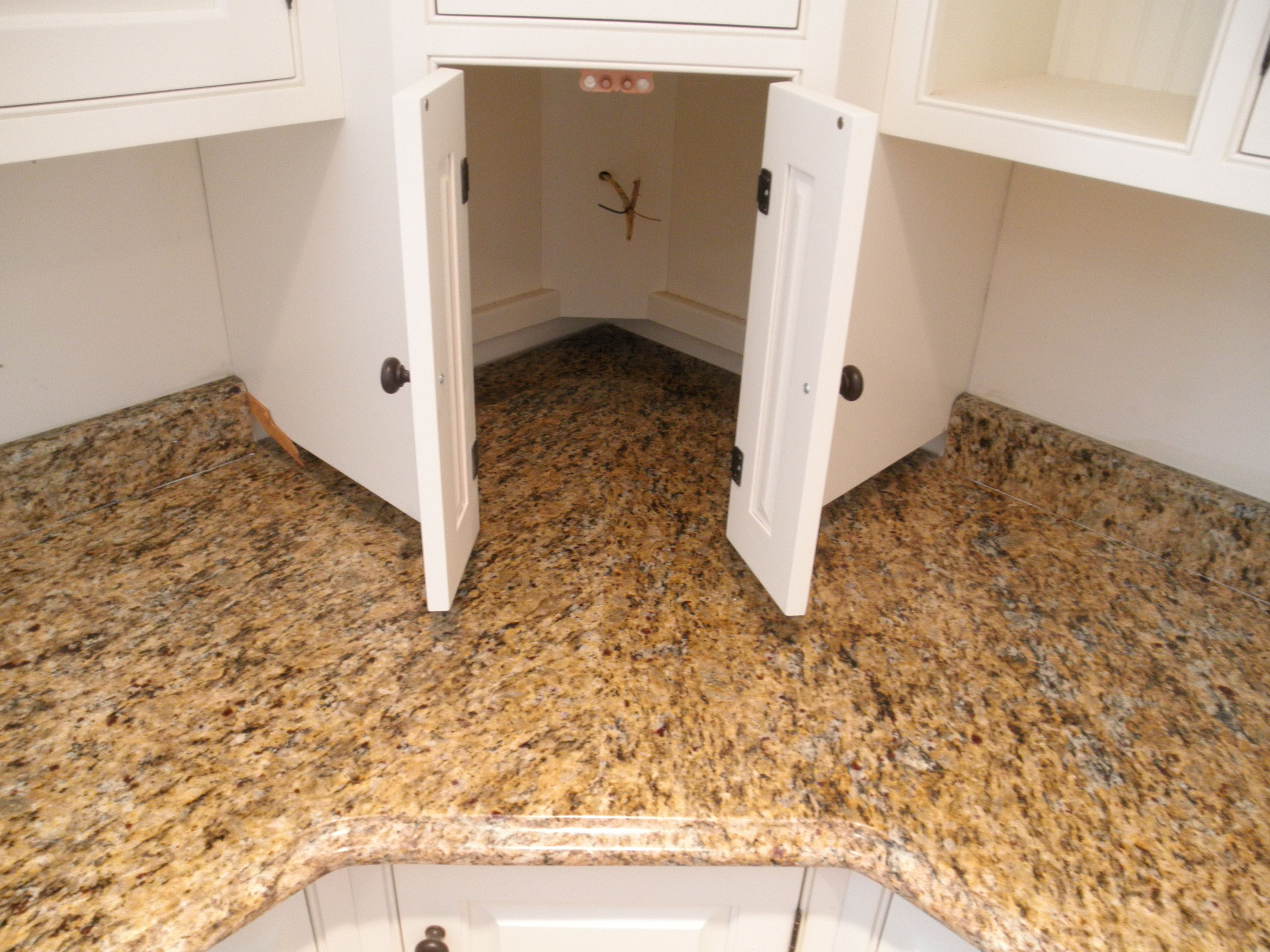 Merveilleux See The Floating Corner Cabinet? Not Sure Why Itu0027s Floating. Any Ideas?  Santa Cecilia Granite