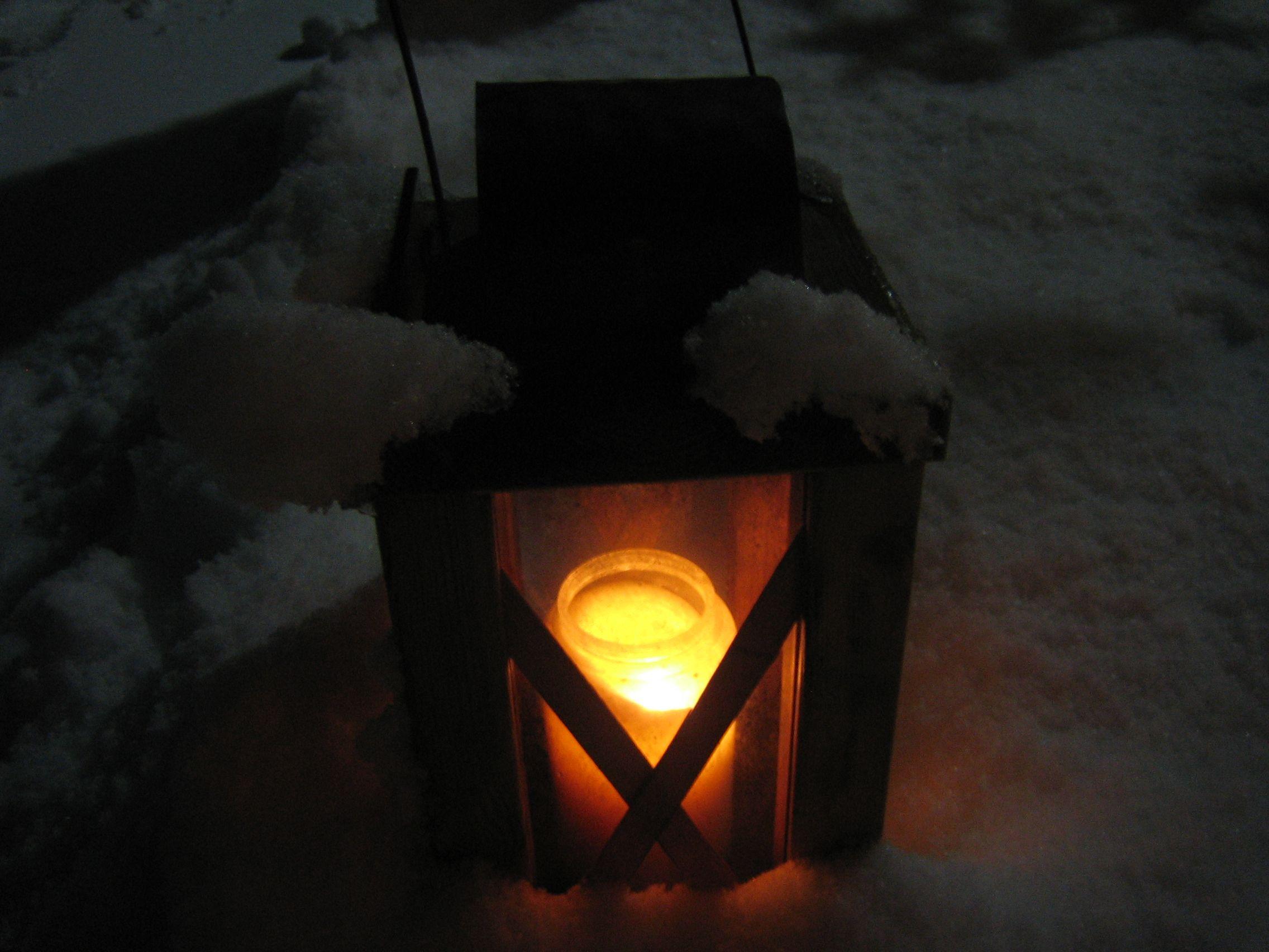 kynttilä haudalla