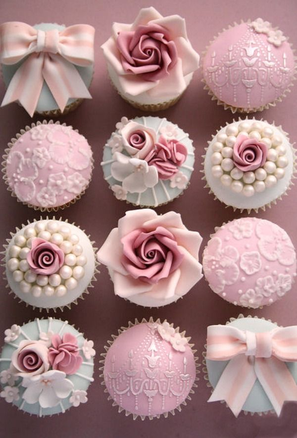 Vintage Decorated Cupcakes | perfect to colour match to wedding colour choice | pink bridesmaid dresses www.amouteternel.co.uk
