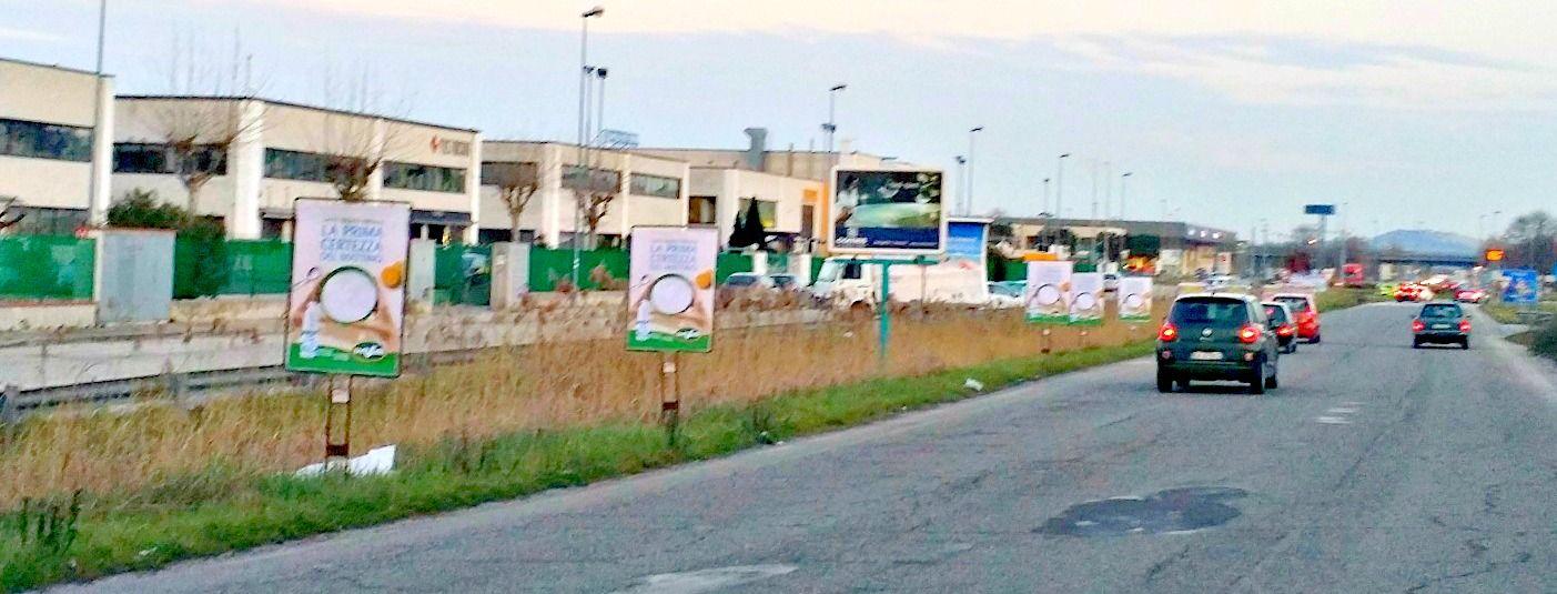 Affissione e stampa di manifesti sequenziali bifacciali committente TRE VALLI. #manifesti #bifacciali #affissioni   Via Primo Maggio in #Ancona, Marche