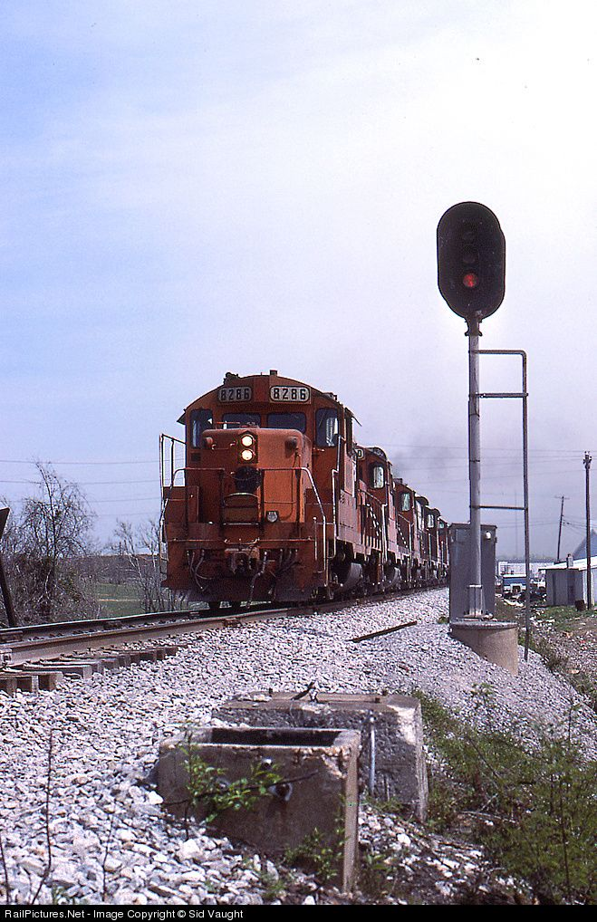 RailPictures.Net Photo: PAL 8286 Paducah & Louisville Railroad EMD GP10 at Big Clifty, Kentucky by Sid Vaught