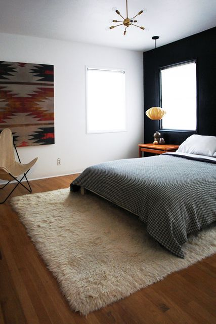 black wall white linen and rug under bed just what i want bedroom pinterest shag rugs. Black Bedroom Furniture Sets. Home Design Ideas
