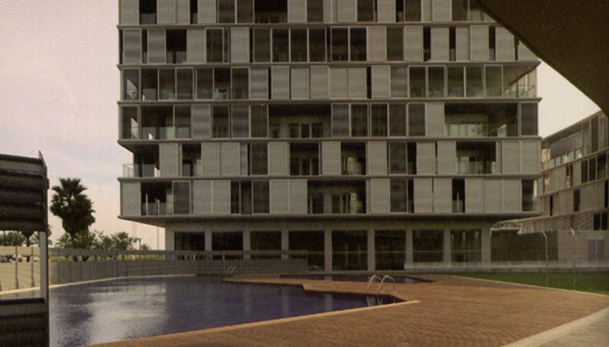 Edificio de viviendas en IIIa de la LLum Diagonal en Barcelona, de Lluis Clotet, Ignacio Paricio y Abeba.