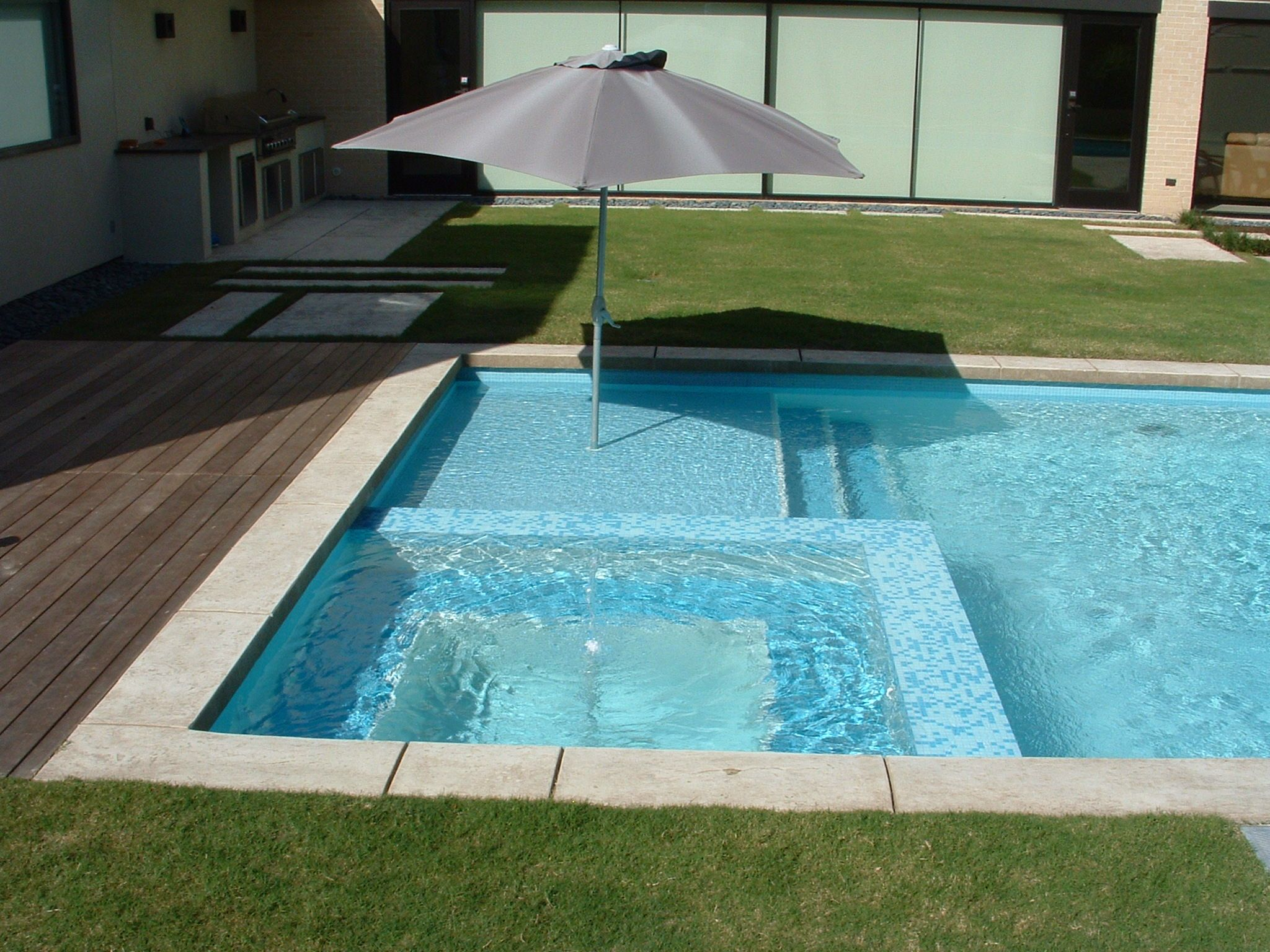 Extraordinary square pool design ideas white ceramic in for Swimming pool spa designs