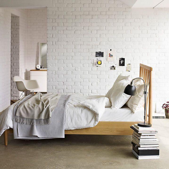 ściana Z Białej Cegły W Sypialni White Wall Made Of Brick