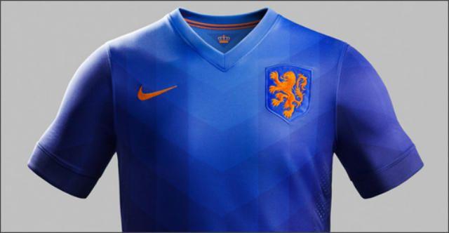 a4adc872f99f1 Simplemente impresionante el jersey azul de holanda con escudo renovado.