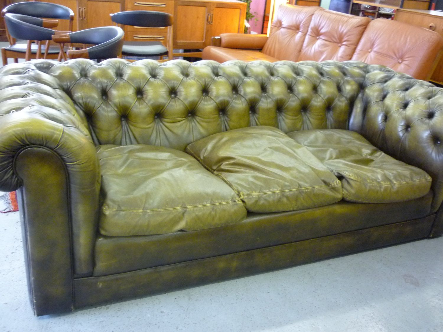 Pleasing Reduced Olive Green Leather Chesterfield Sofa 450 00 Via Pdpeps Interior Chair Design Pdpepsorg