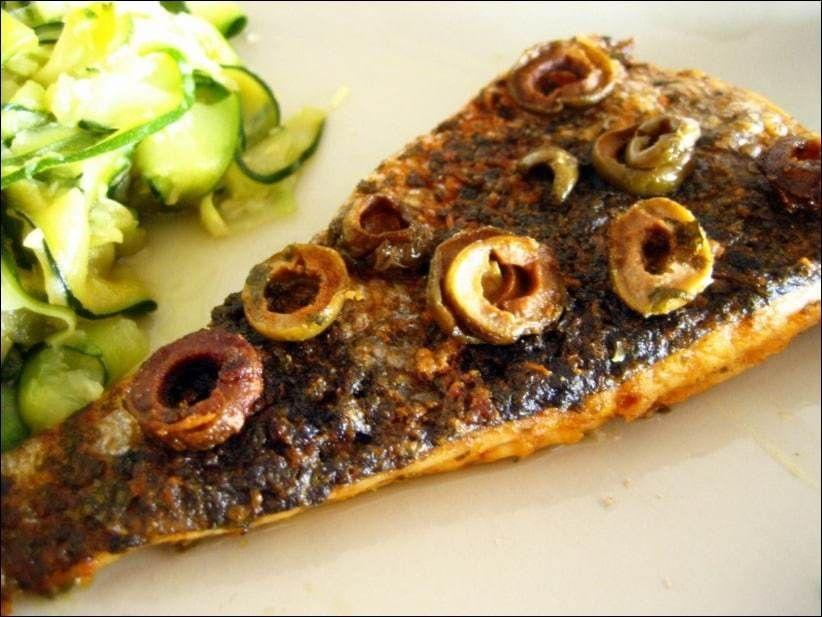 Filet de merlu aux olives #recettesympa La Ronde Interblog n'°19 est l'occasion pour moi de découvrir le blog de Mimi intitulé Petites recettes sympa et faciles, et c'est Loli qui a pour responsabilité de publier dans sa cuisine, une rec… #recettesympa