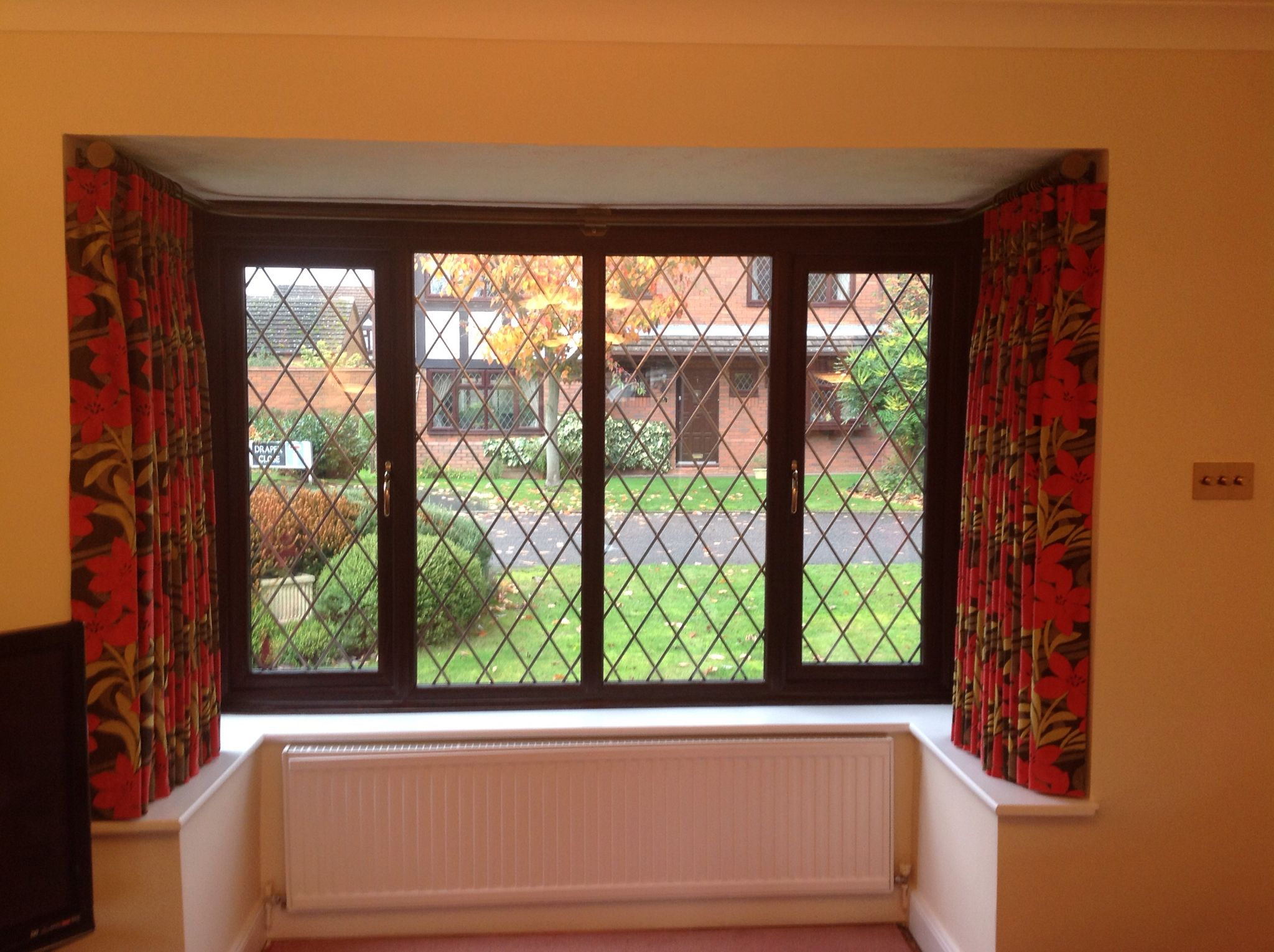Metal curtain pole for a box bay window only three brackets   Bay ...