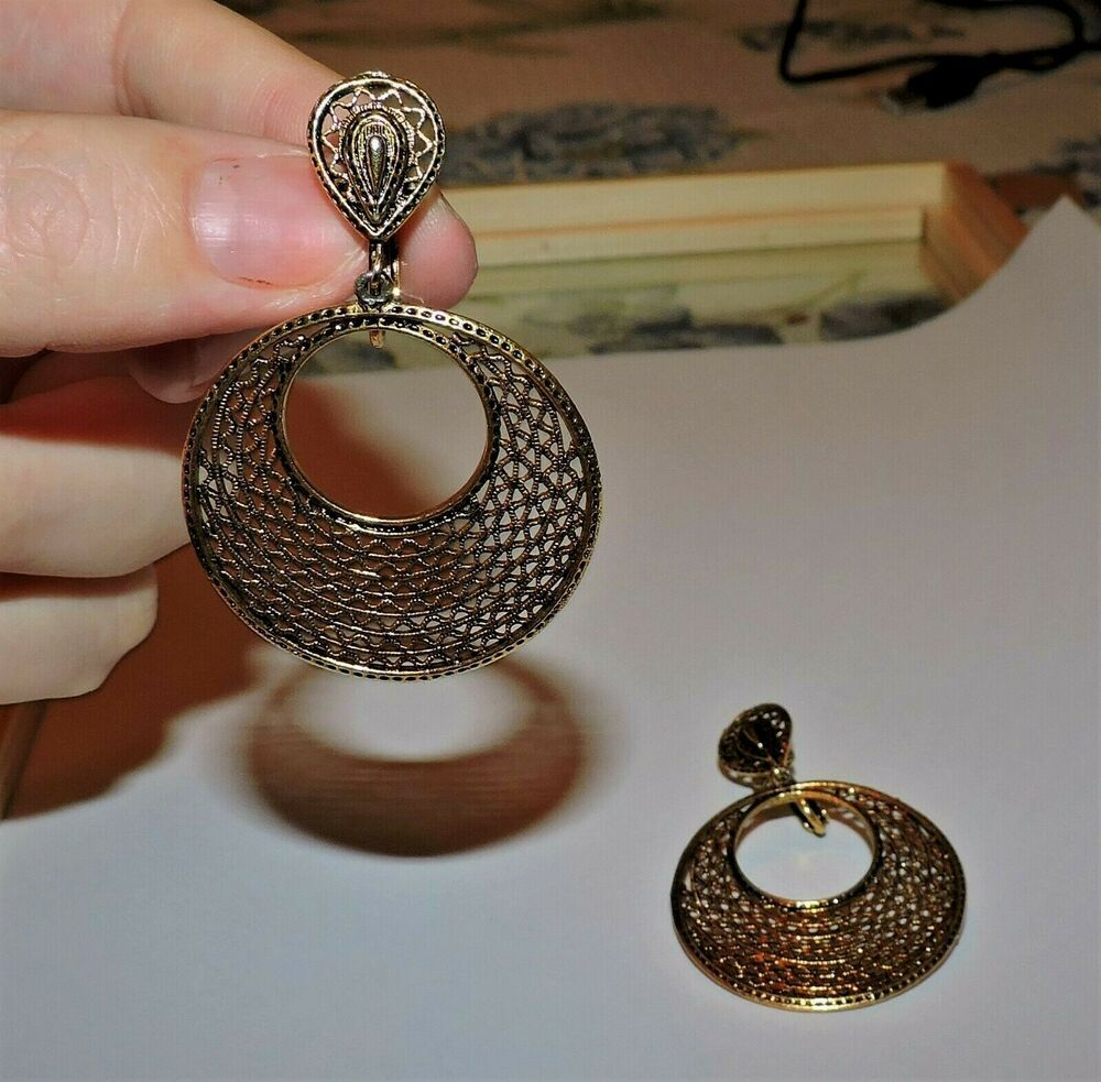 3158~Vintage Signed ART Antique Goldtone Dangle Hoop Clip