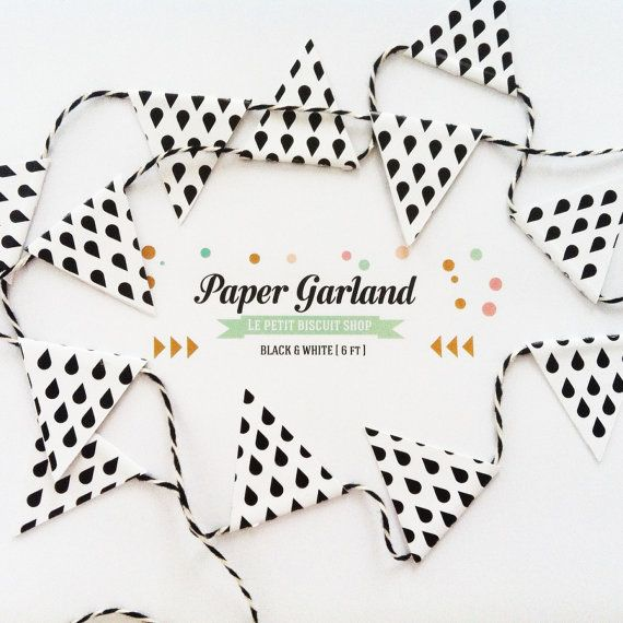 cute little garland with 24 flags black and white drops.  lepetitbiscuit.nl
