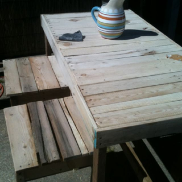 Pallet Wood Picnic Table With Stools