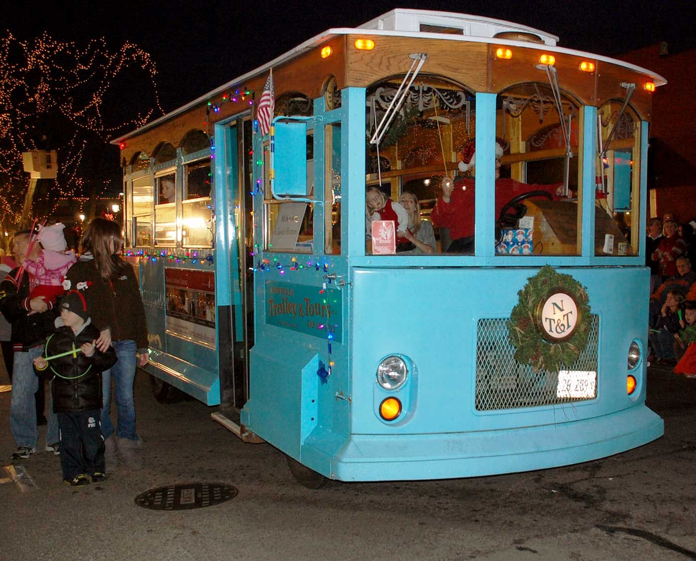 Naperville, IL Holiday Traditions Holiday Trolley Tours
