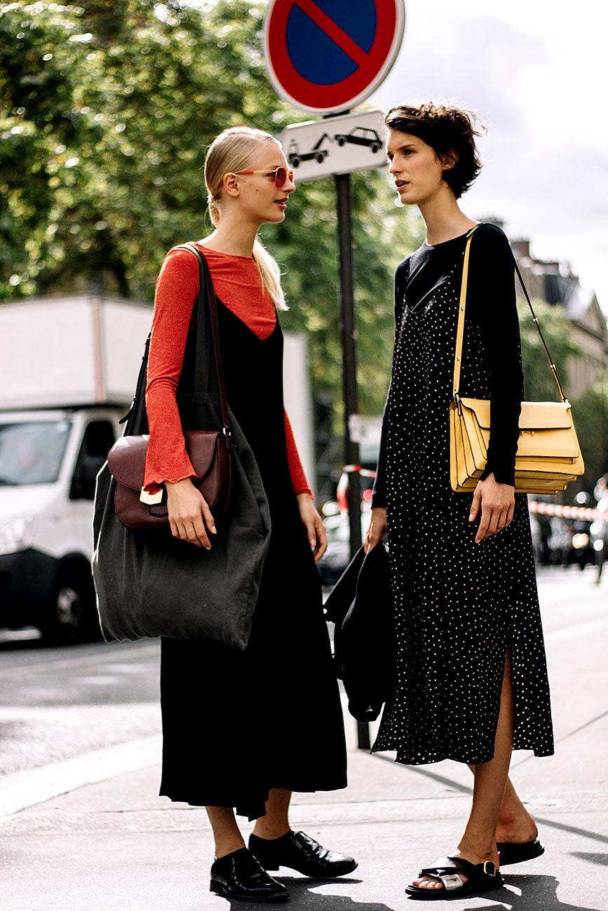Vivan los vestidos con camiseta debajo models street styles