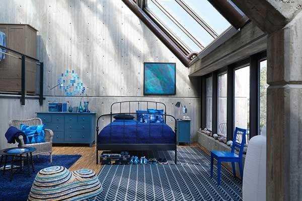 COLORES ... Olympian Blue, aunque en este espacio creo que han abusado de este color ... se adapta perfectamente a una cabaña junto al mar o un loft muy elegante