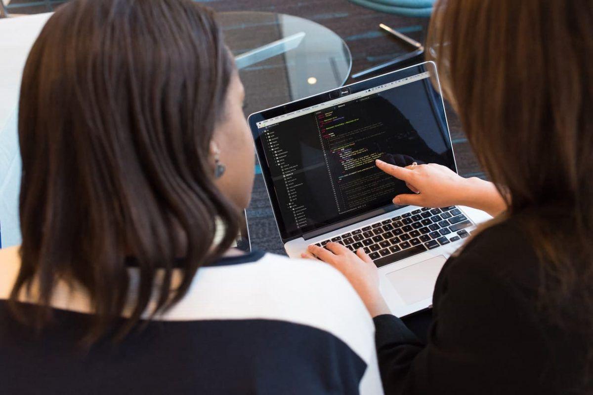 Ibm Lanzó Su Maratón Behind The Code Emprendedores News Computadoras Transformacion Digital Innovacion Empresarial