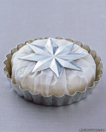 Make your wedding a winter wonderland with our collection of cakes, favors, and flowers. Sparkling snowflakes and creamy confections provide the perfect backdrop for an icy winter wedding.