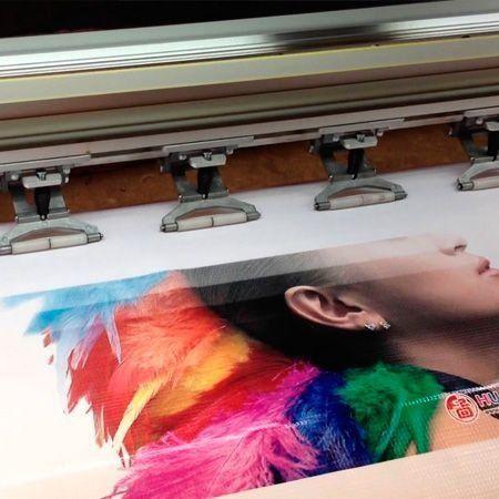 Serviço de impressão digital eco solvente em vinil adesivo do cliente. Traga o material da marca desejada que efetuamos a impressão com qualidade, aceitamos vinil adesivo de qualquer marca com largura de até 320 cm.