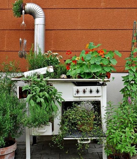 30 Unique Garden Design Ideas: Junk Garden Ideas Upcycled Old White Oven Flower Planter