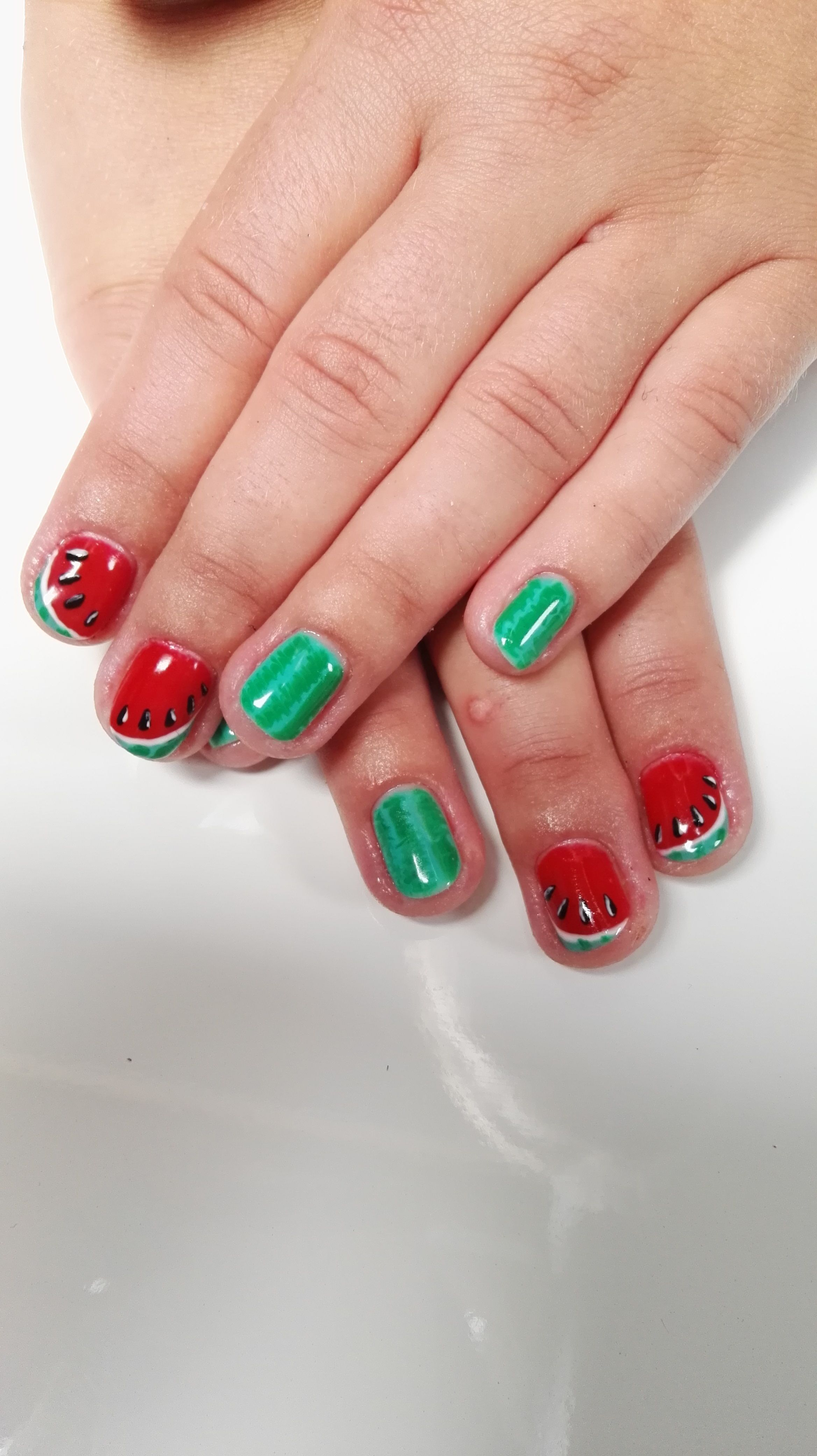 Nail Technician Course with a Diploma Tel. 01452 311 829