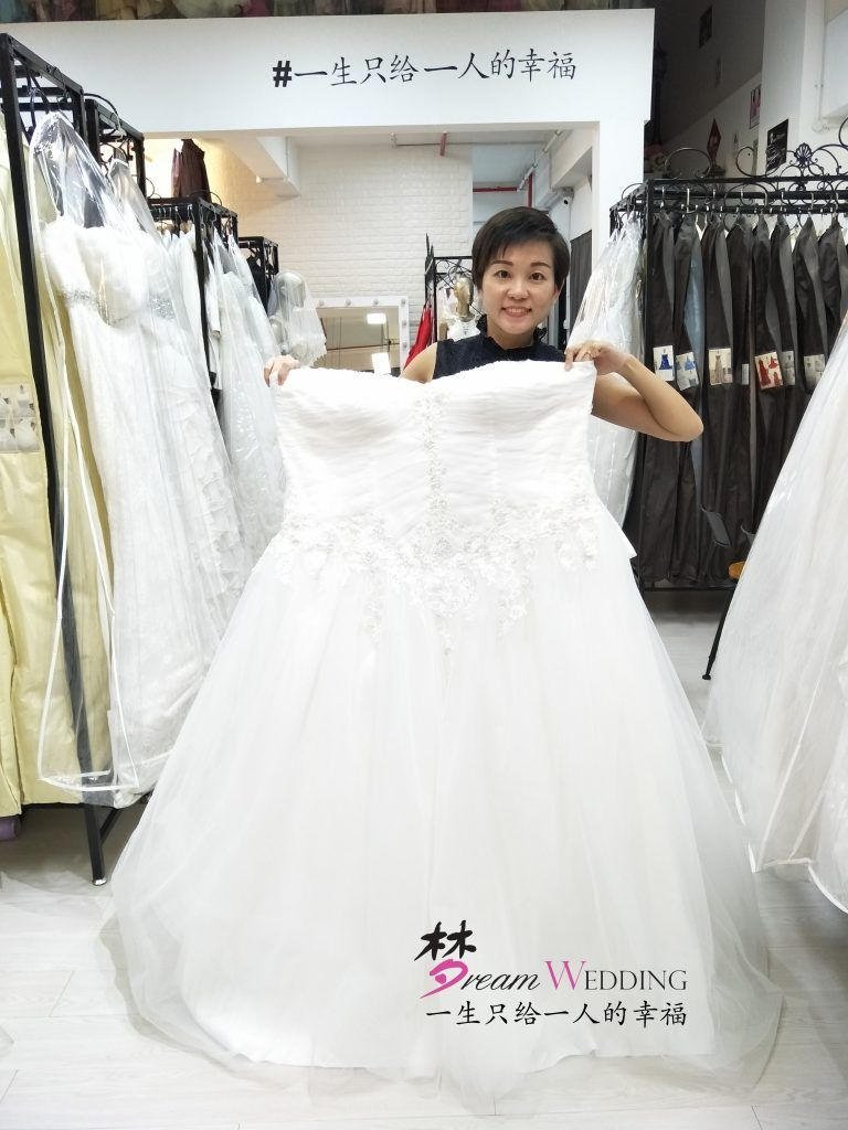 Wedding Gown Stores Near Me For Short Brides Plus Size Wedding Gown Dream Wedding Wedding Gown Shop Sheer Top Wedding Dress Popular Wedding Dresses [ 1024 x 768 Pixel ]