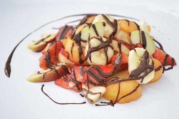 Wahnsinnig toller Obstsalat mit Schokolade wird vorallem von Kindern gern verspeist. Das Rezept ist gesund und schokoladig, was will man mehr.
