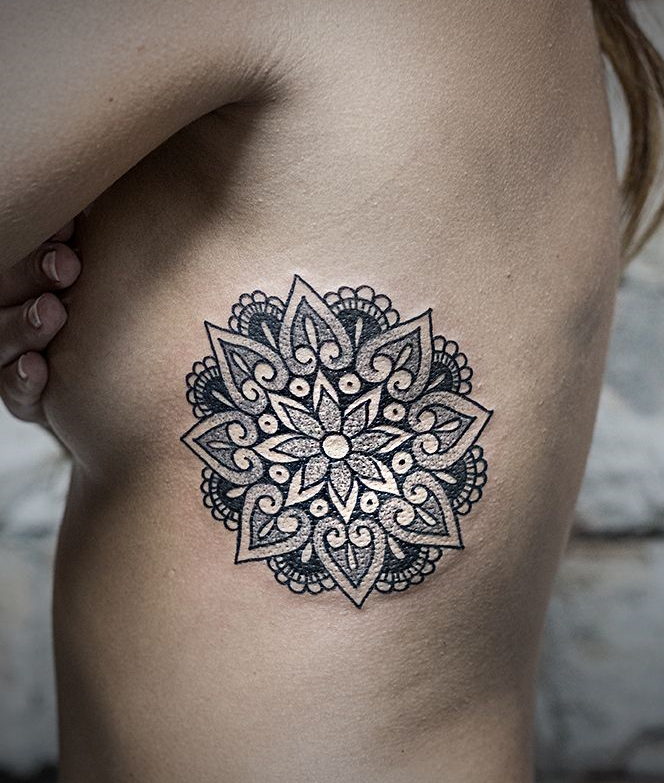 dessin tatouage mandala femme rosasse dotwork tatouage. Black Bedroom Furniture Sets. Home Design Ideas