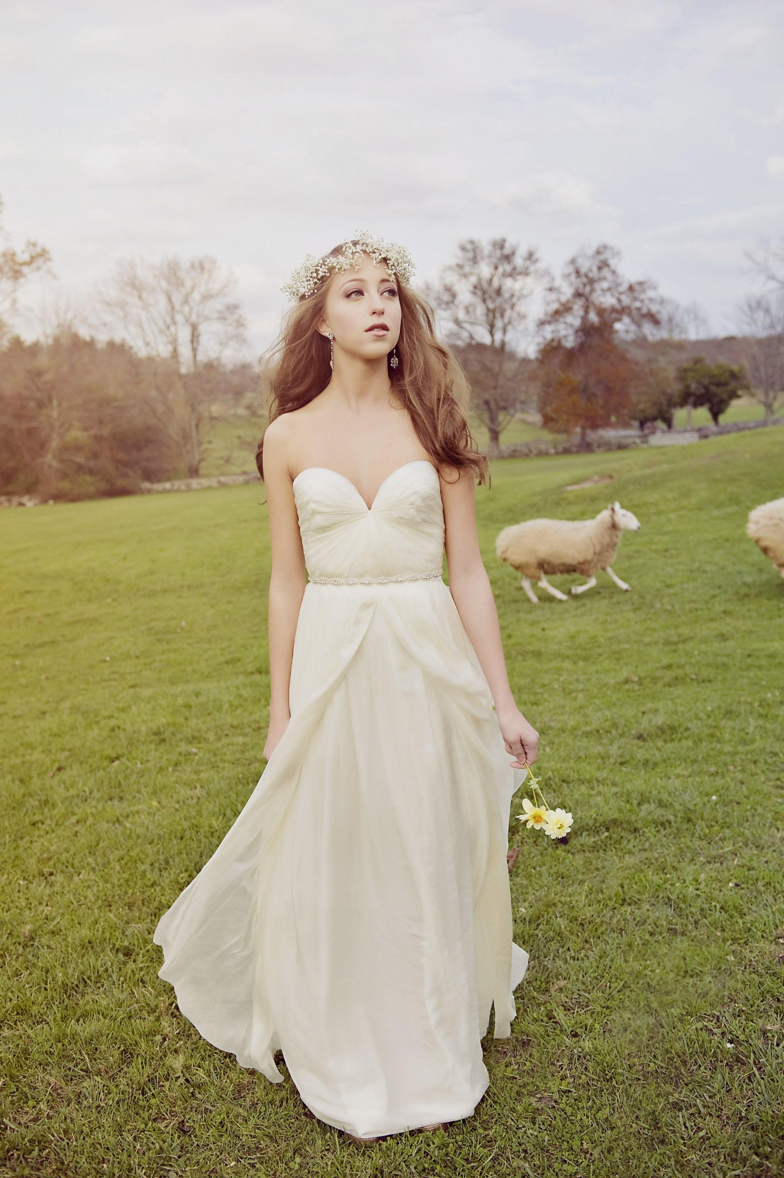 Casual Outdoor Fall Wedding Dresses High Cut Backyard Attire