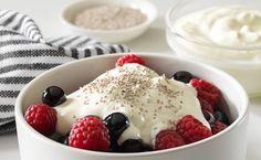 Desayuno yogurt frambuesas, moras y chía