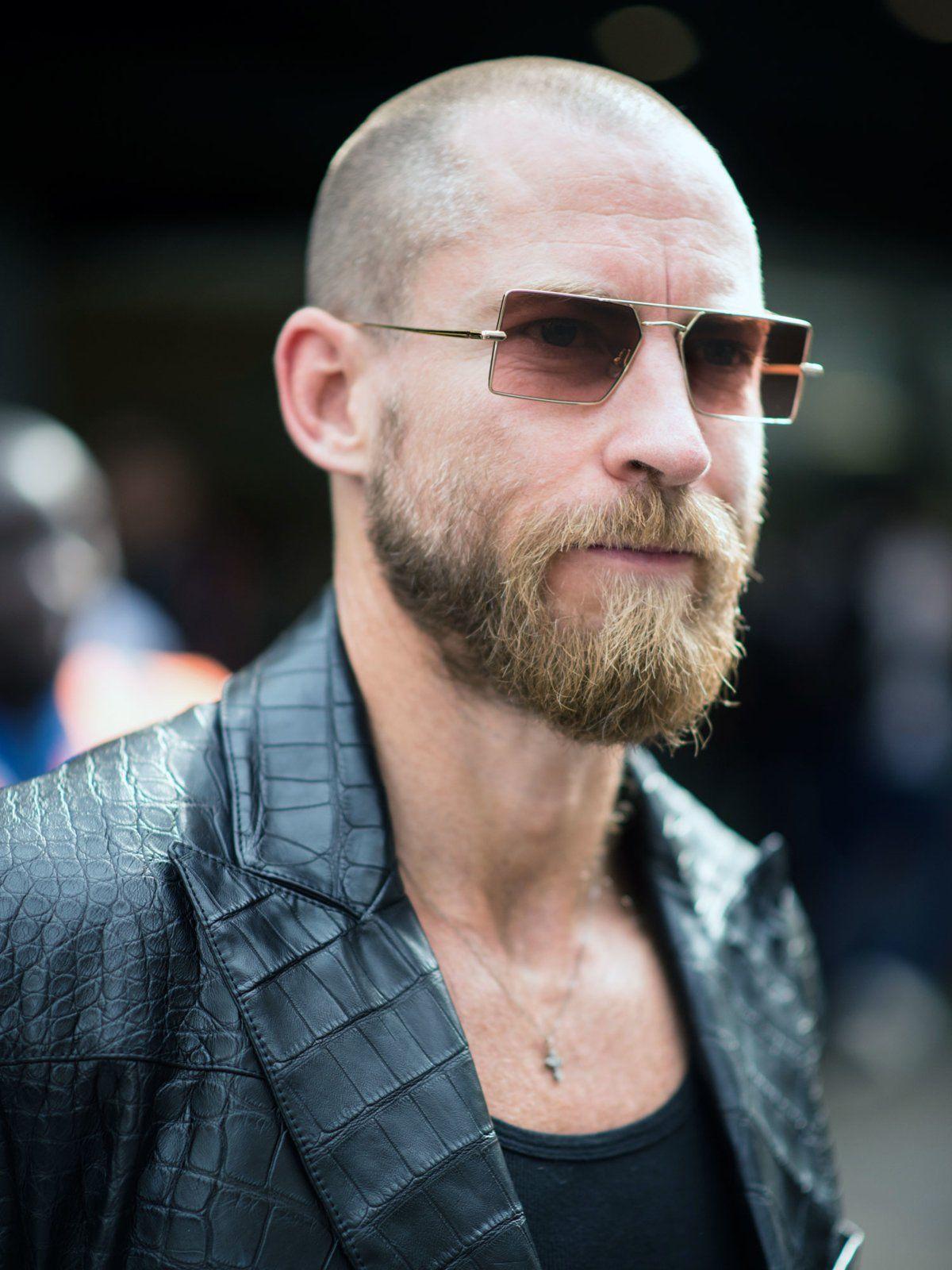 Mann Mit Glatze Und Bart