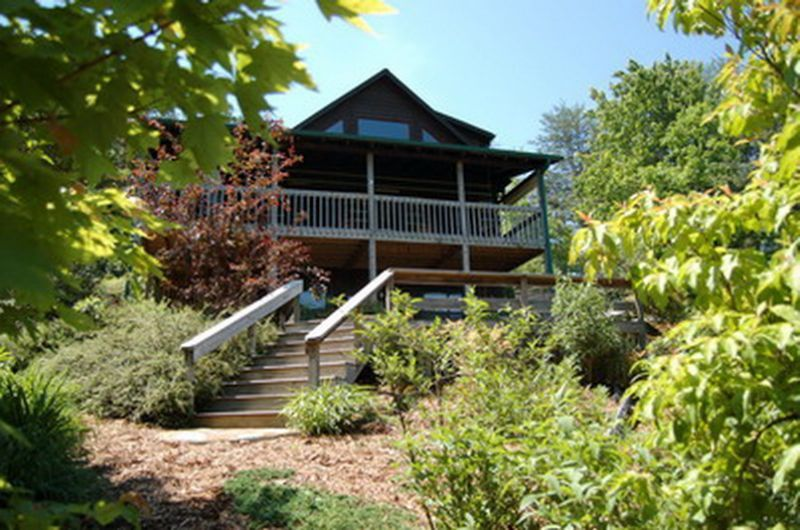 Serenity Now-Secluded Seasonal Mountain Views, Minutes from Attractions, Shopping, and Dining http://cuddleupcabinrentals.com/CabinDetailGallery.php?CabinID=21%3E