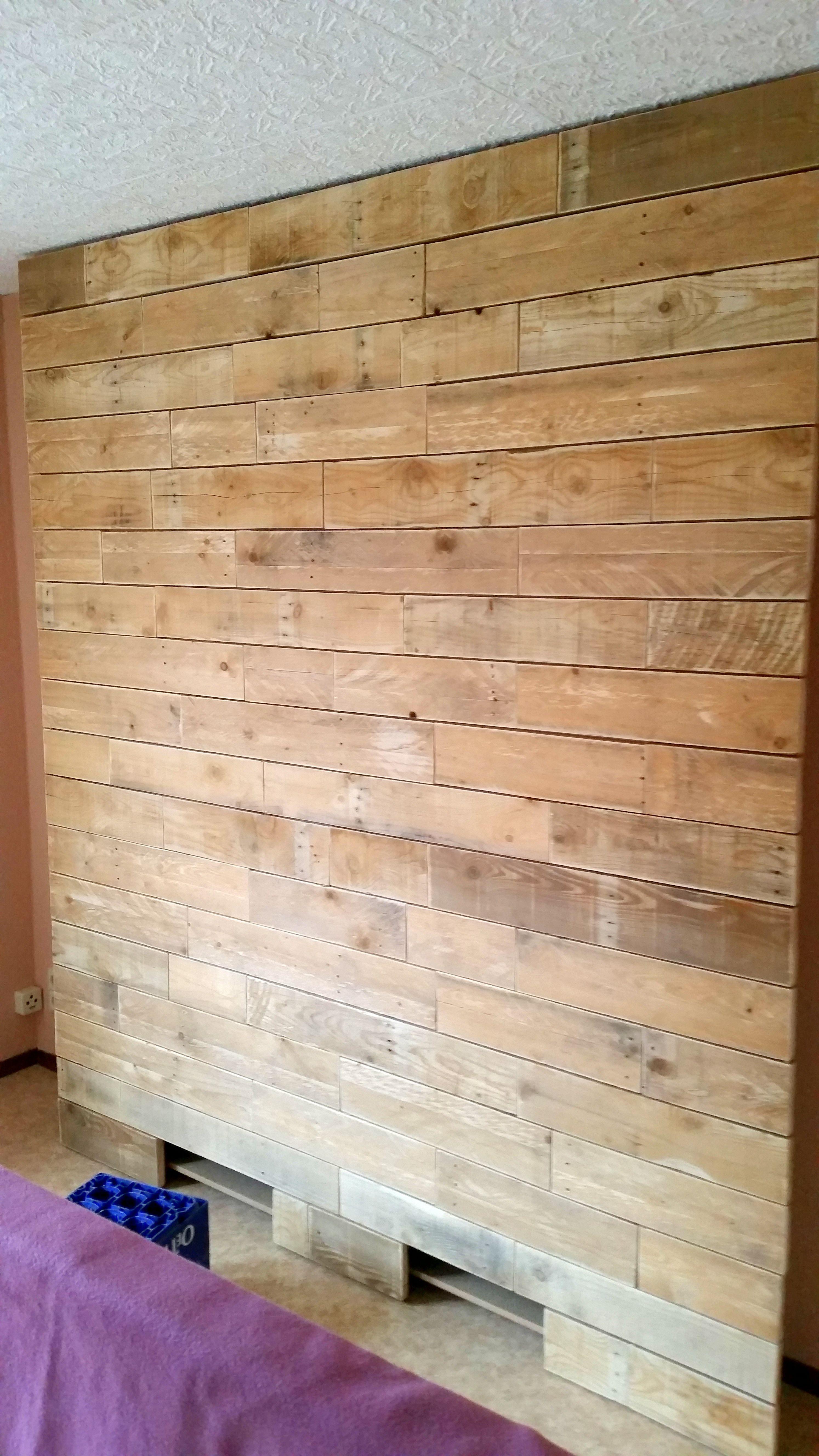 Schlazimmer Wand Aus Palettenholz Hinter Dem Bett Inkl Stauraum