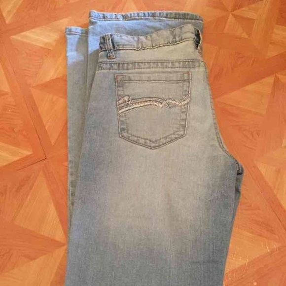 Light wash jeans Size 7/8 long. In great condition. Boot cut. Rue 21 Jeans Boot Cut