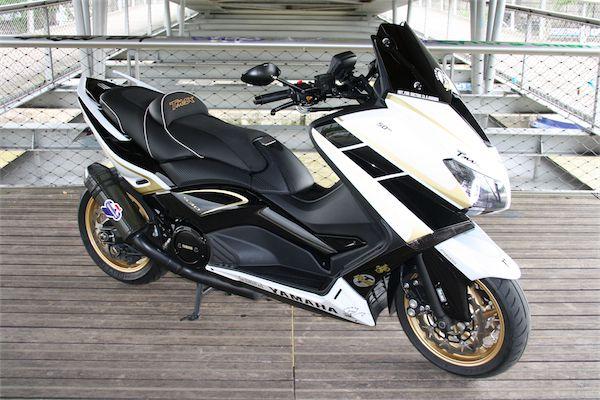patrick pons t max 530 50th black white gold asso scooter motocicletas black white gold. Black Bedroom Furniture Sets. Home Design Ideas