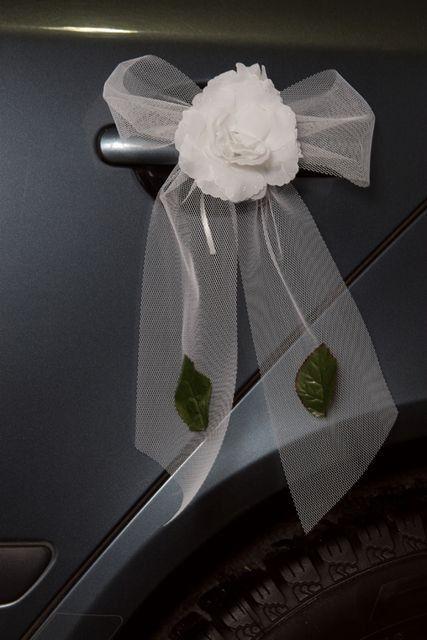 Decoration Voiture Tulle : Déco voiture fleur tulle et feuilles blanc deco