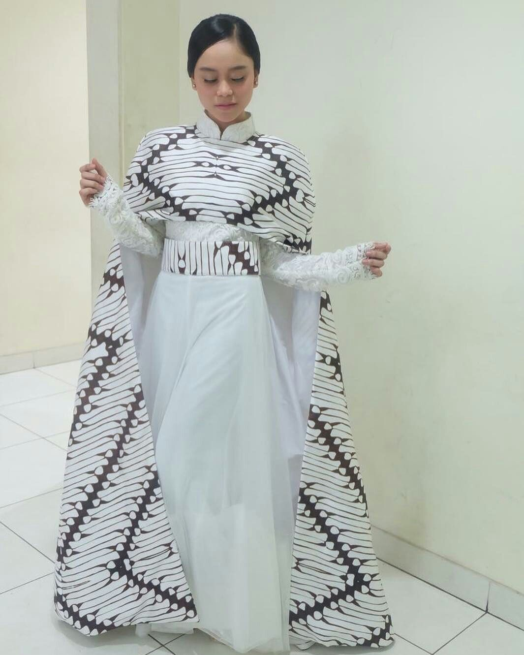 Lesti Kejora Wearing Karya Ivan Gunawan Batik Pinterest Batik