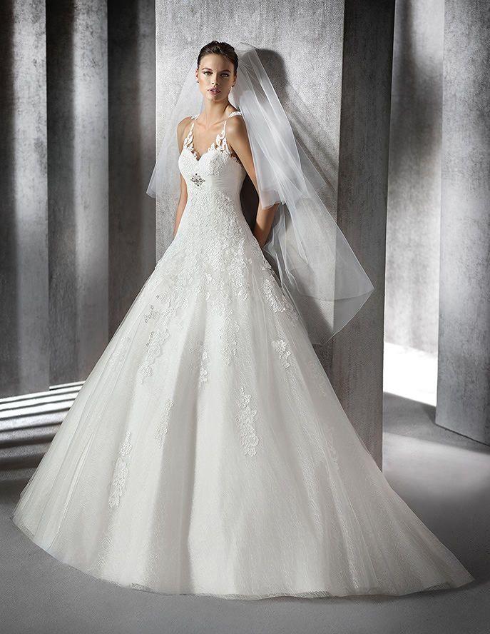 Zaura, Brautkleid aus Spitze mit herzförmigem Dekolleté ...