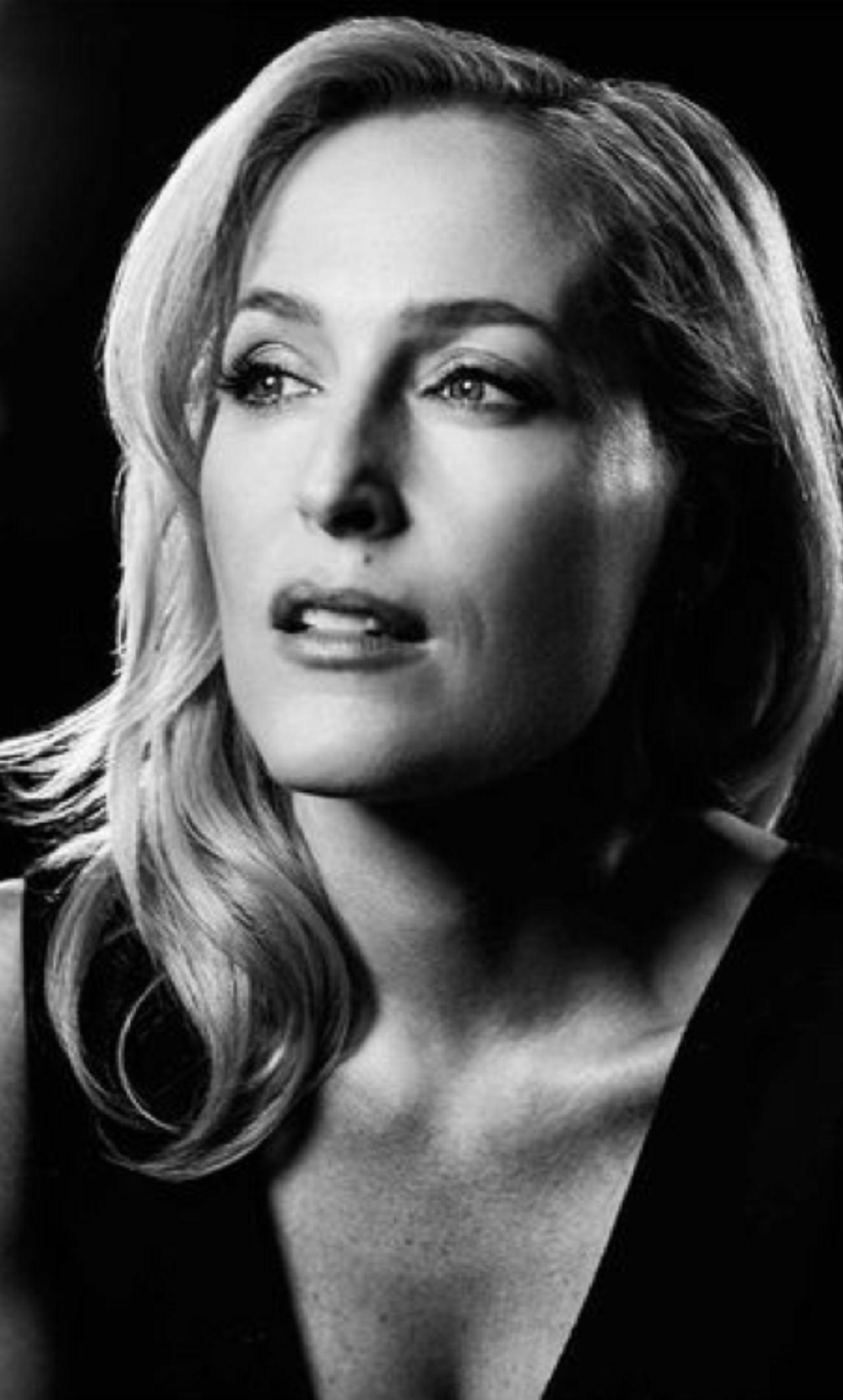 photo Gillian Anderson (born 1968 (American-British
