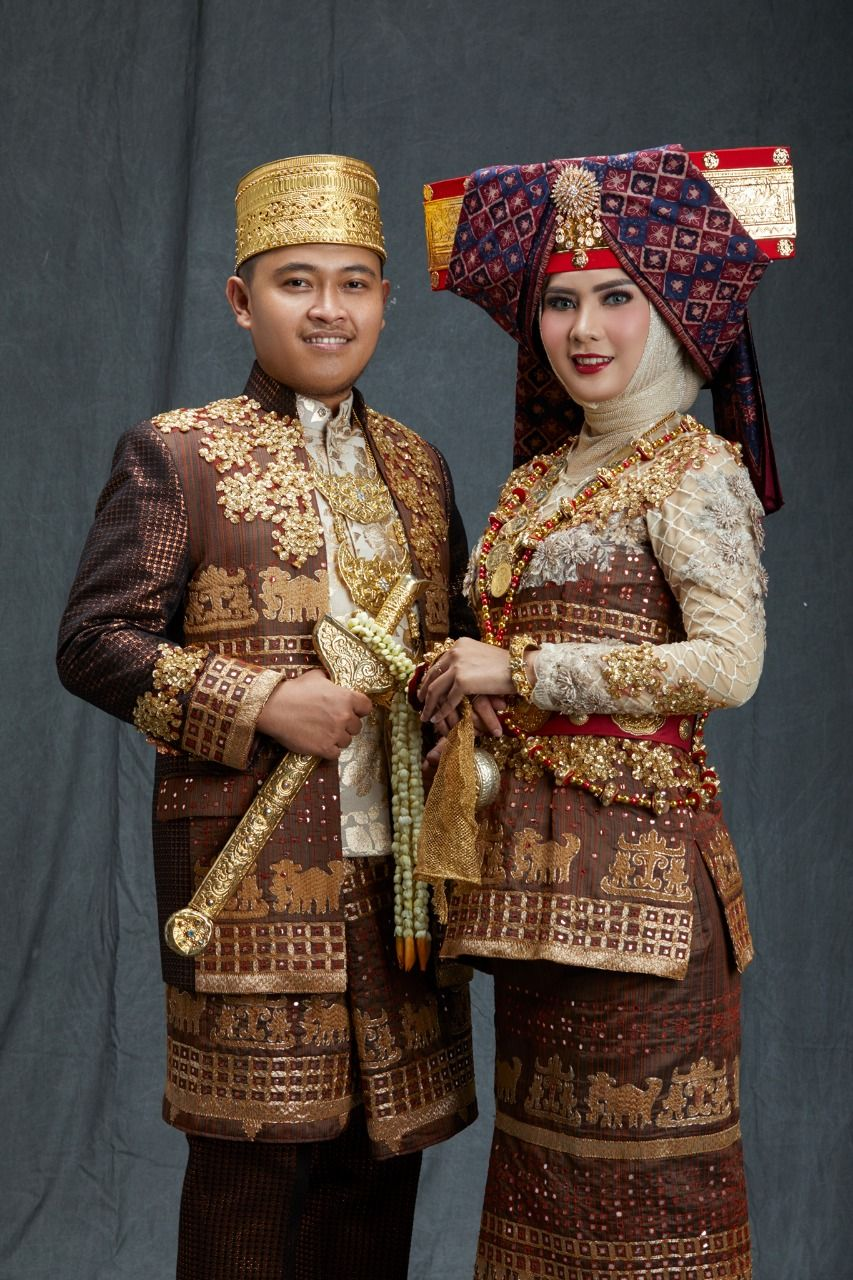 Pakaian adat Lampung pepadun ( baju Mikhul yg sdh di modif dengan