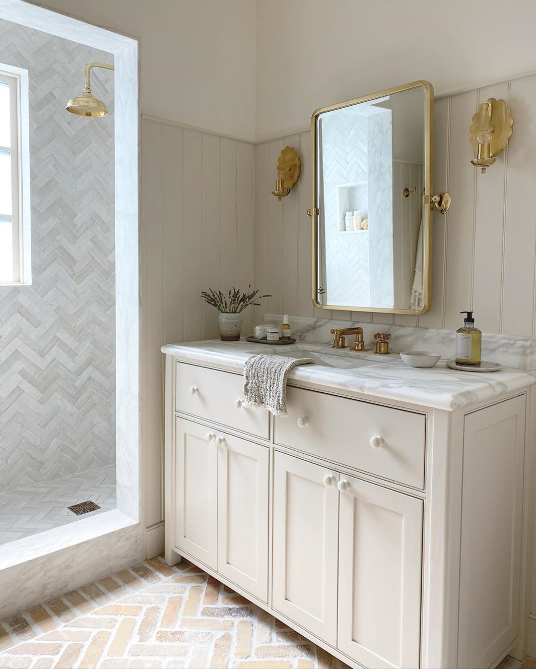 Amber Lewis Amberinteriors Posted On Instagram Jun 25 2020 At 1 29am Utc In 2020 Bathroom Decor Bathroom Inspiration Shower Doors