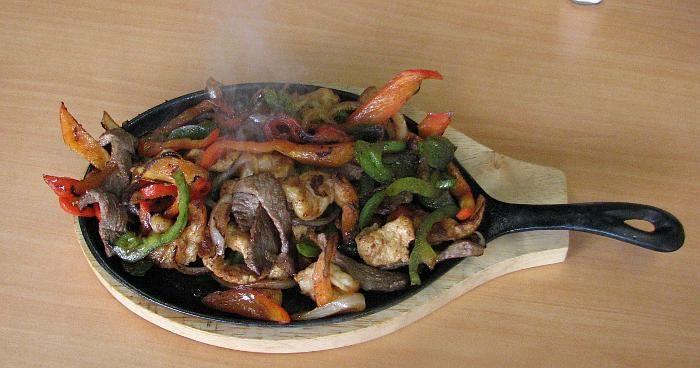 Fajitas Mixtas Res Pollo Camaron Fajitas Eat Local Mexican Restaurant