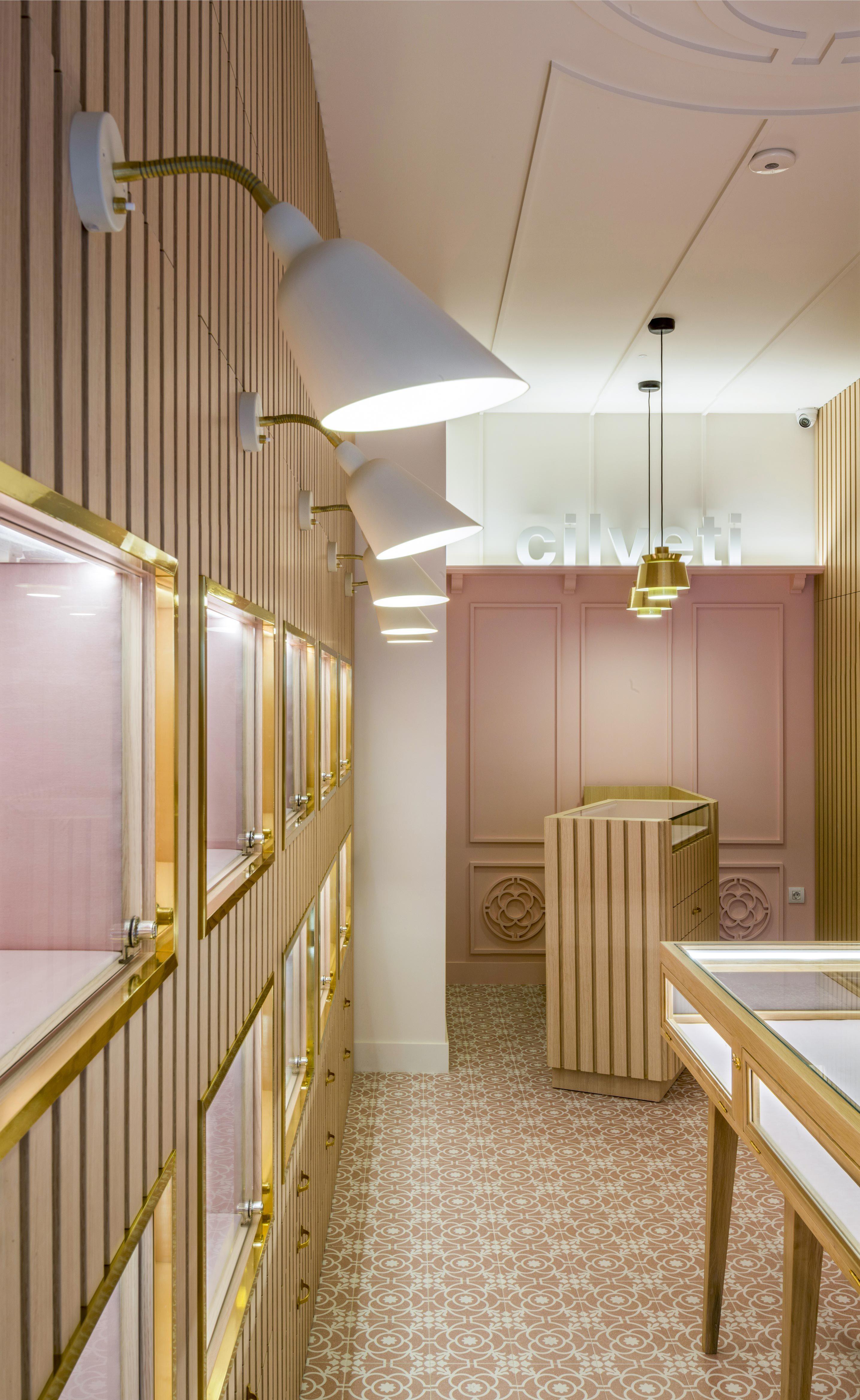 ed1da9edc3f9 Interiorismo comercial tienda bisutería Cilveti en Bilbao por Sube  Interiorismo